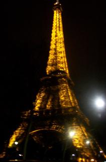 Julie à la Tour Eiffel