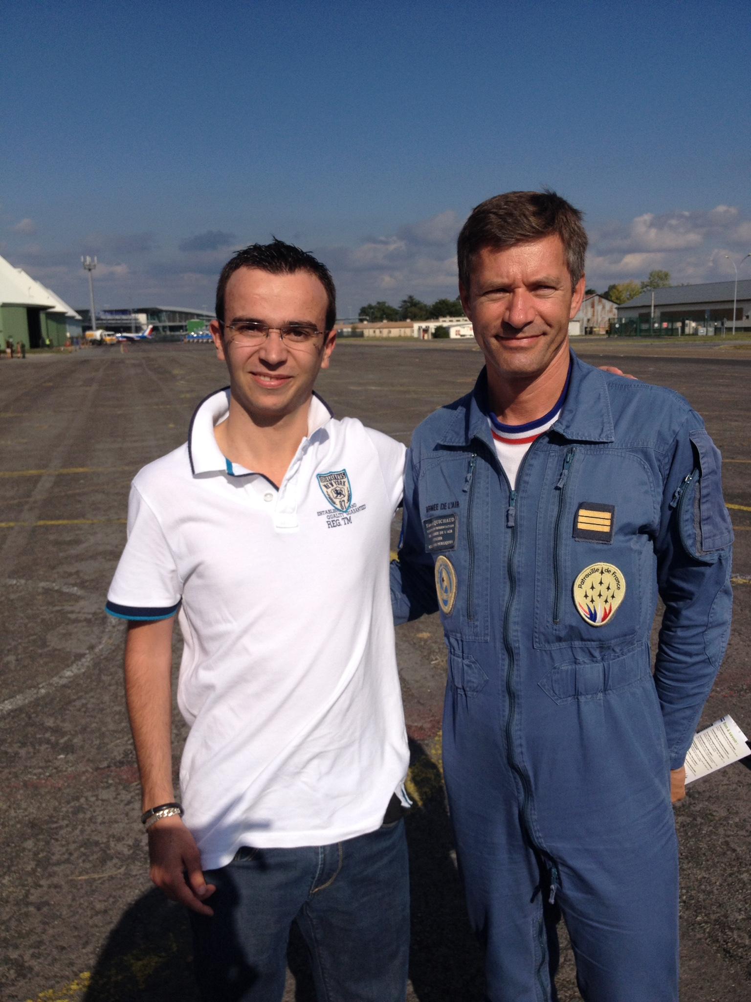 Pierre en compagnie d'un membre de la Patrouille de France